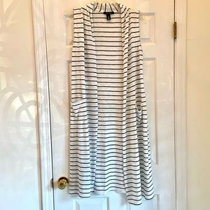 White Striped sleeveless duster with pockets - M